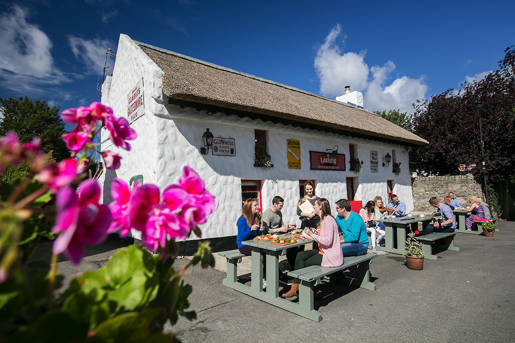 Lough Derg Blueway_ Larkins Bar and Restaurant_ Garrykennedy_ Co. Tipperary (Brian Morrison) (4)_websize
